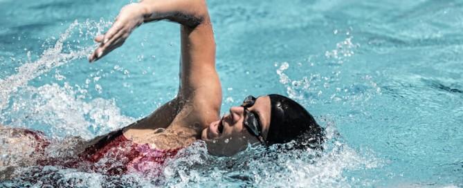 evitar lesiones nadando